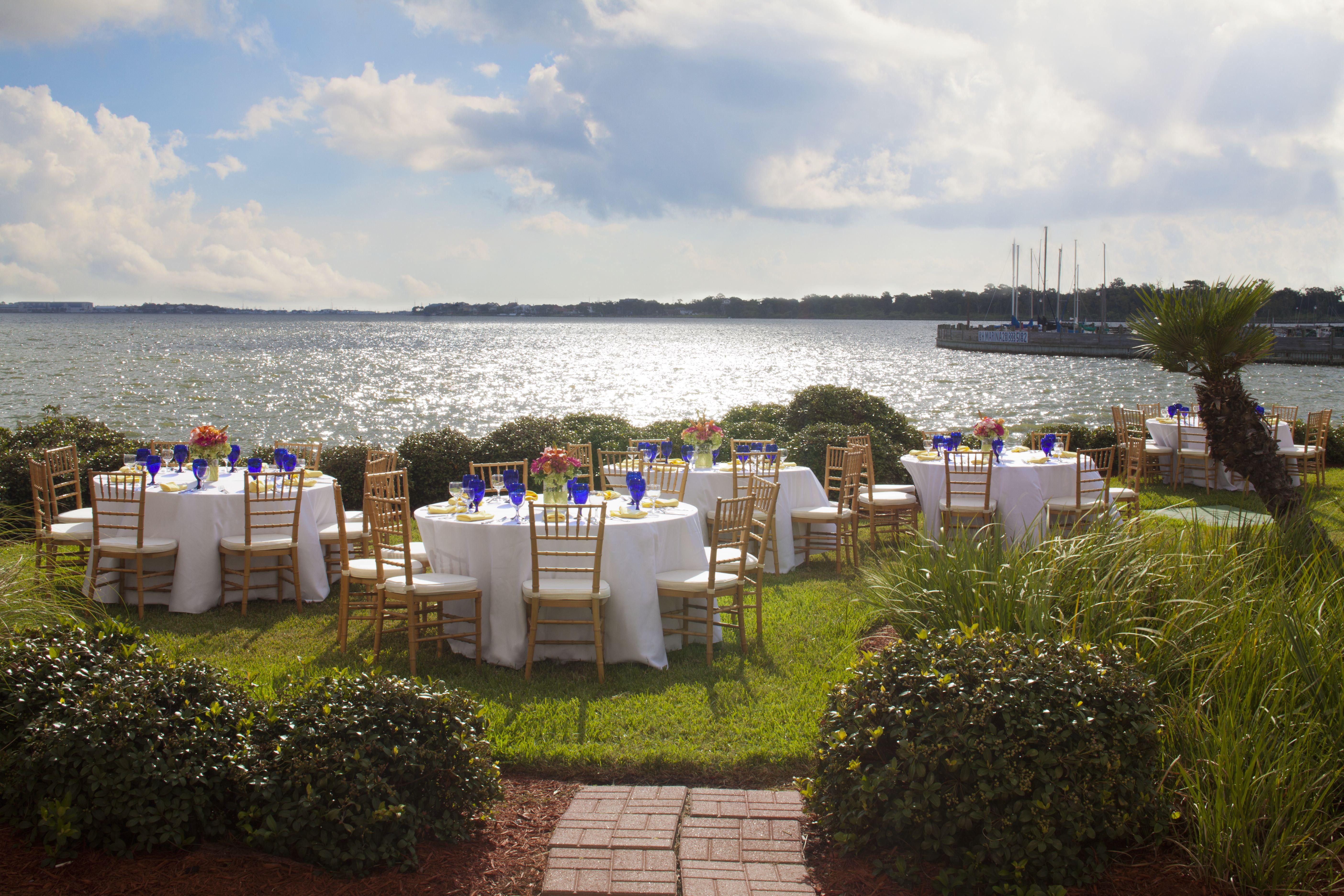 Reception Overlooking Clear Lake Thehiltonhoustonnasaclearlake Weddings