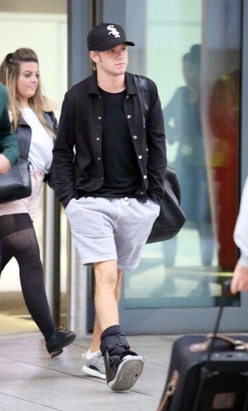 Niall arriving at Heathrow the other day