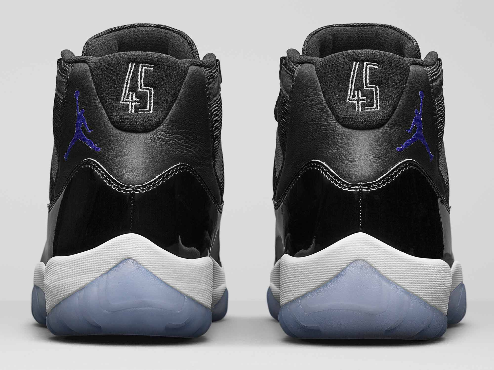 abc3d65174f Jordan Brand is going all-out for the 20th anniversary of Space Jam. The  Crossover goes behind the scenes of Jordan s new Space Jam commercial and  tal