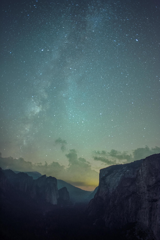 Milky way shining over yosemite valley free stuffs on