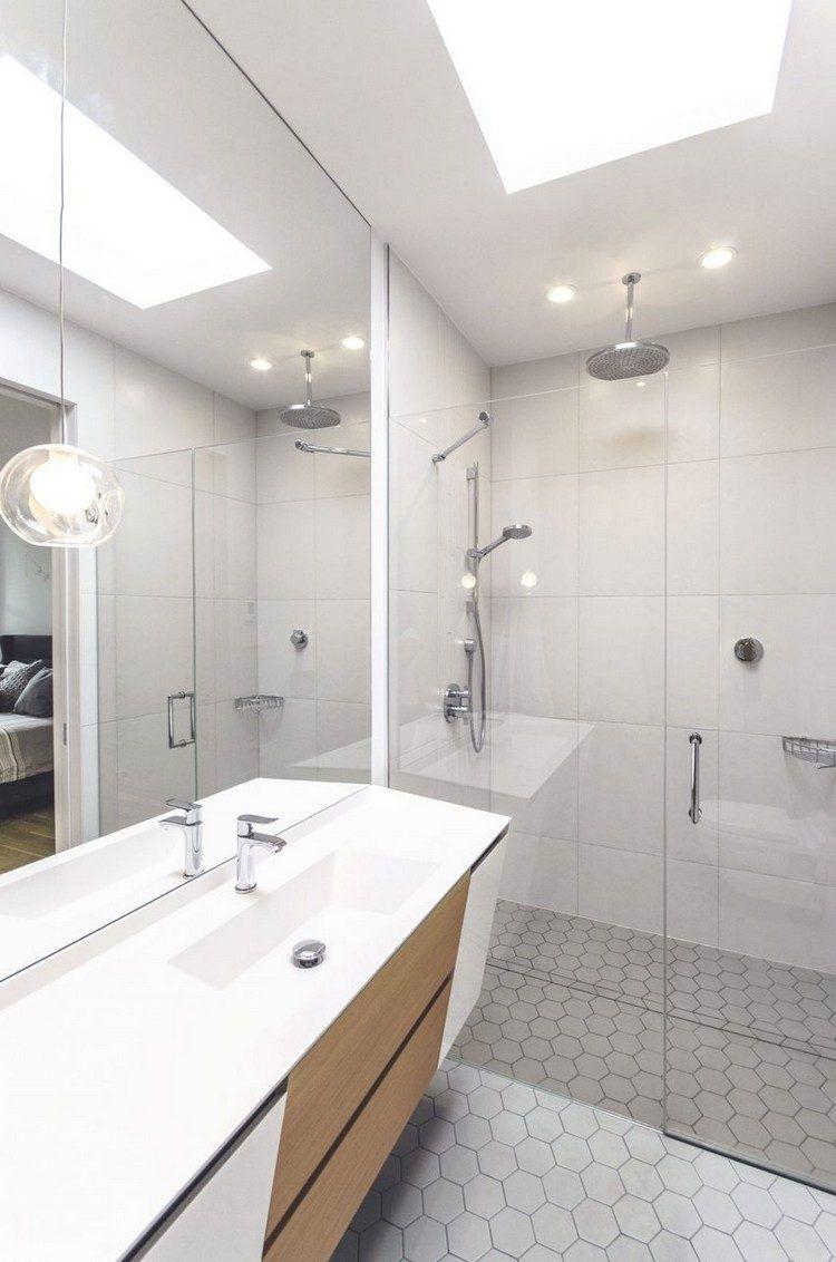 salle de bain moderne avec douche à l\'italienne, miroir ...