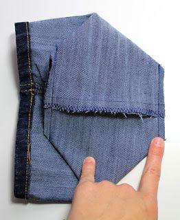 Upcycling: Wie du dir aus einer alten Jeanshose ganz einfach einen kleinen Jeans Utensilo nähen kannst Neulich bat mich meine Mum aus ... #stoffresteverwerten