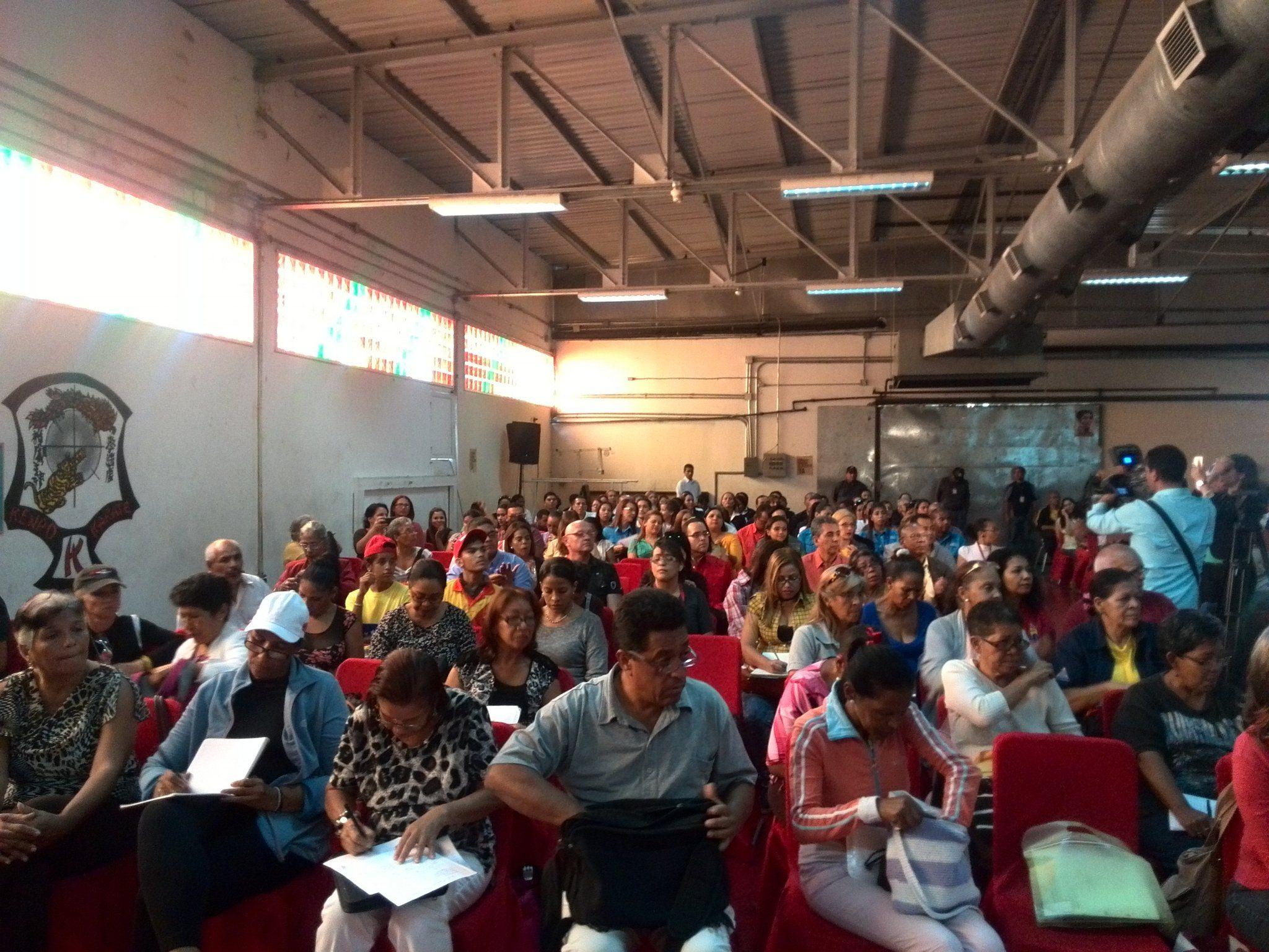 @jaarreaza : RT @MPPSalud_Vzla: Asamblea Popular con voceros de Dtto. Capital Miranda y Vargas desde el núcleo endógeno Francisco de Miranda. https://t.co/UvozOOuaTO