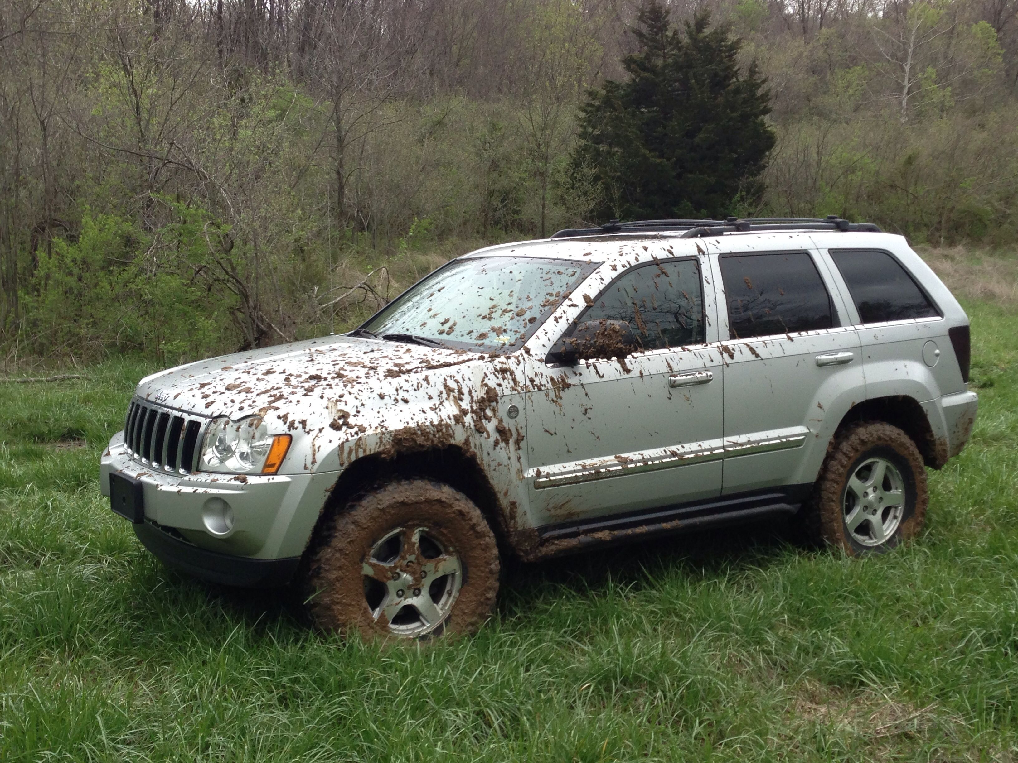 05 Hemi Grand Cherokee 2 inch lift 31x105 tires  4x4s