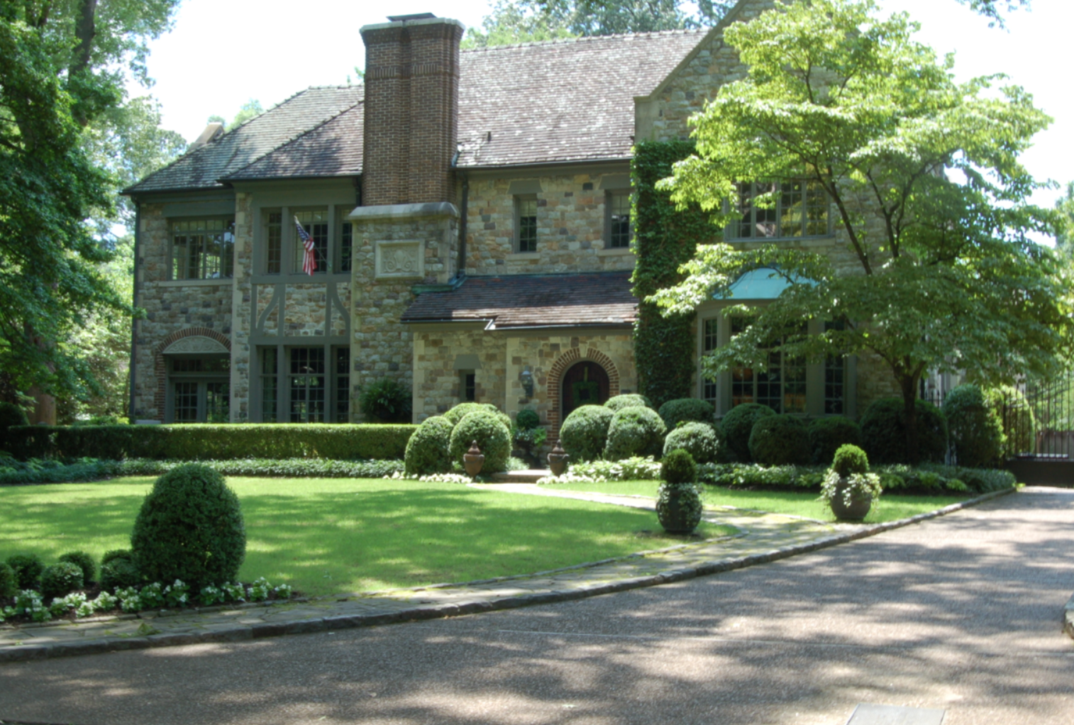 Real Estate Porn: A Tennessee Castle with a Bristol Motor Way Replica and a Frank Sinatra's CaliforniaPad