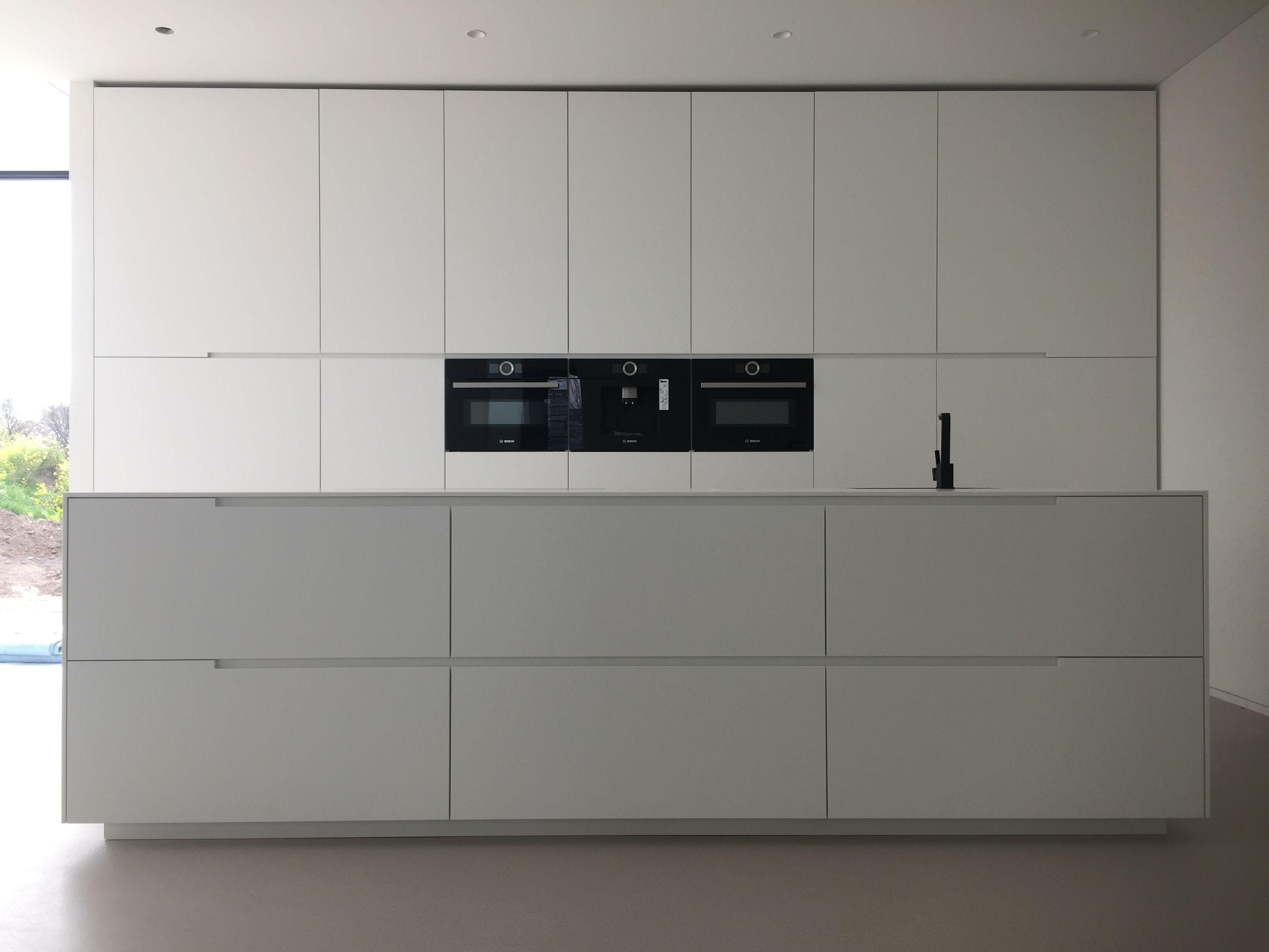 Crazy minimal white kitchen | Modern and Minimal Kitchens ...