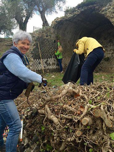 Esempio da imitare, volontari ripuliscono dalle sterpaglie la Villa romana delle Grotte