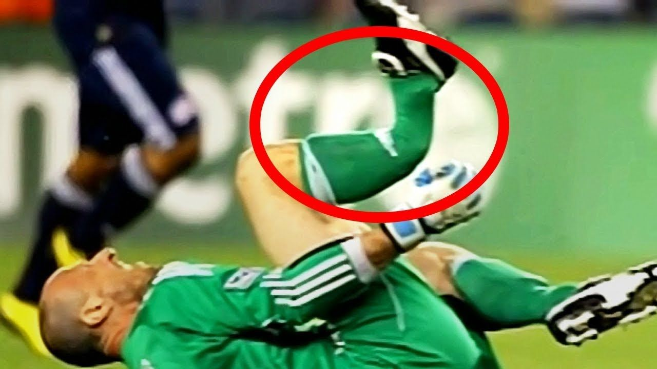 10 Top Most Horrific And Dangerous Injuries In Football Deadliest Inju Sports Injury Sports Sports Locker