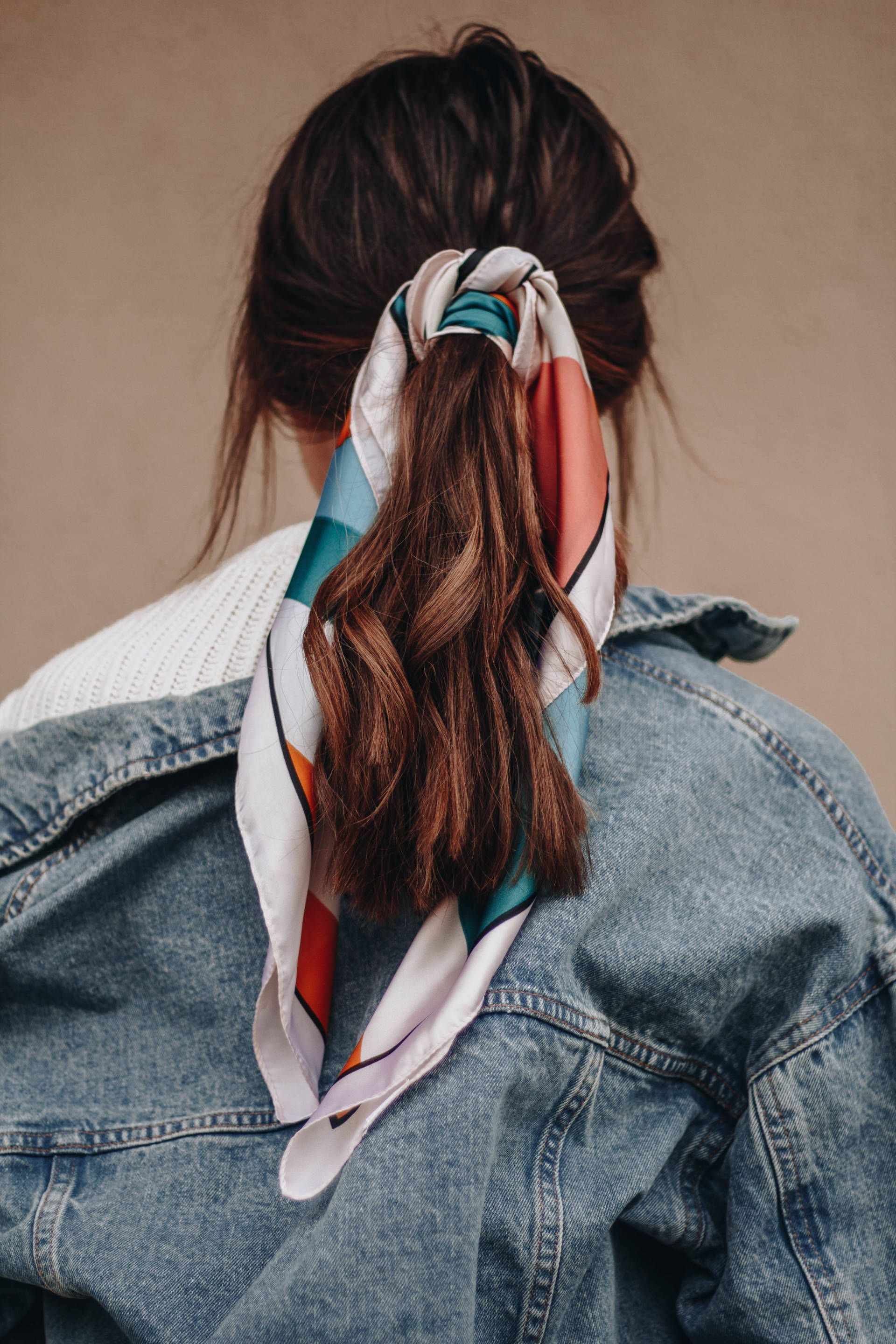 Four Ways to Wear a Silk Scarf #hairandmakeup