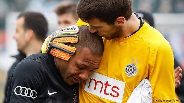 Medyascope ///  Sırbistan'da ırkçılar futbolcuyu ağlattı