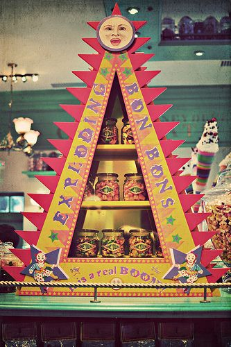 Wizarding World of Harry Potter Honeydukes Emporium Exploding Bon Bons Candy