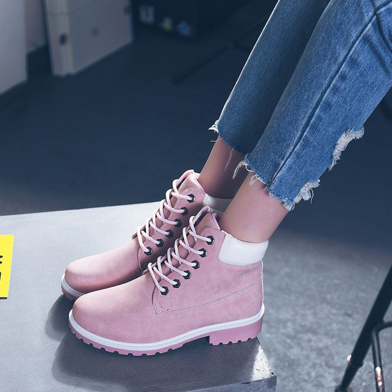23ffe39e6af Amazon.com  Gyoume Hiking Boots Women Lace Up Boots Shoes Flat Wedge Boots  Winter Ankle Boots Shoes Outdoor Martens  Clothing