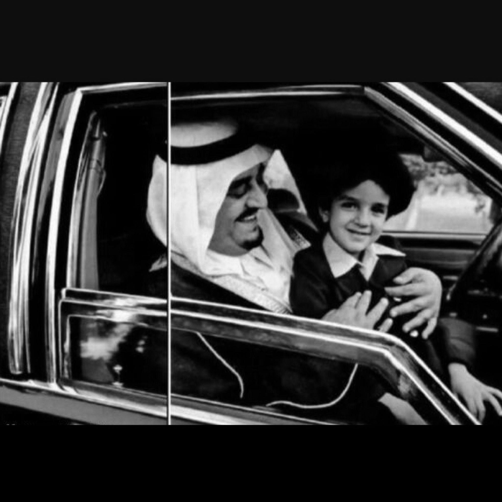 صورة للملك فهد بن عبدالعزيز في أوائل الثمانينات مع إبنه عبدالعزيز بن فهد King Fahad Bin Abd Middle Eastern History Ksa Saudi Arabia Quran Quotes Inspirational