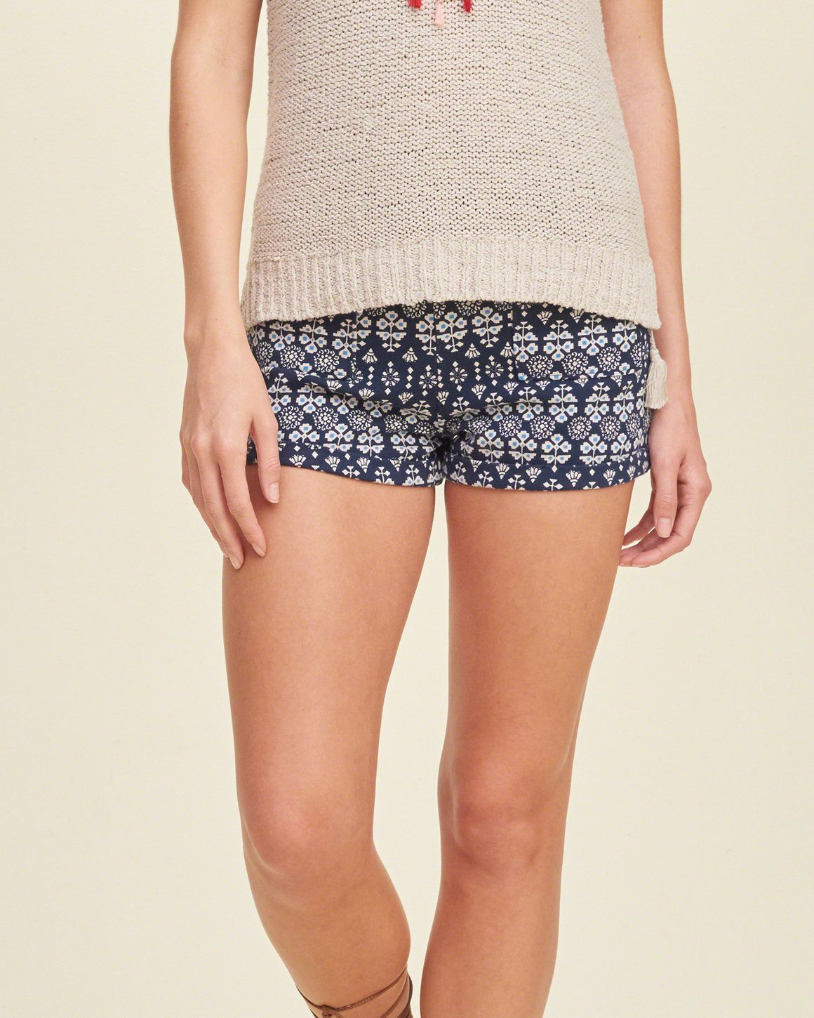 The laidback yet polished pair with front pockets, all-over pattern and folded hem, Easy Fit, Imported