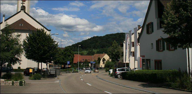 20 Minuten - Polizei erwischt drei Bancomat-Trickdiebe - Basel