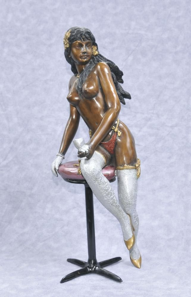 Sexy figurines statues