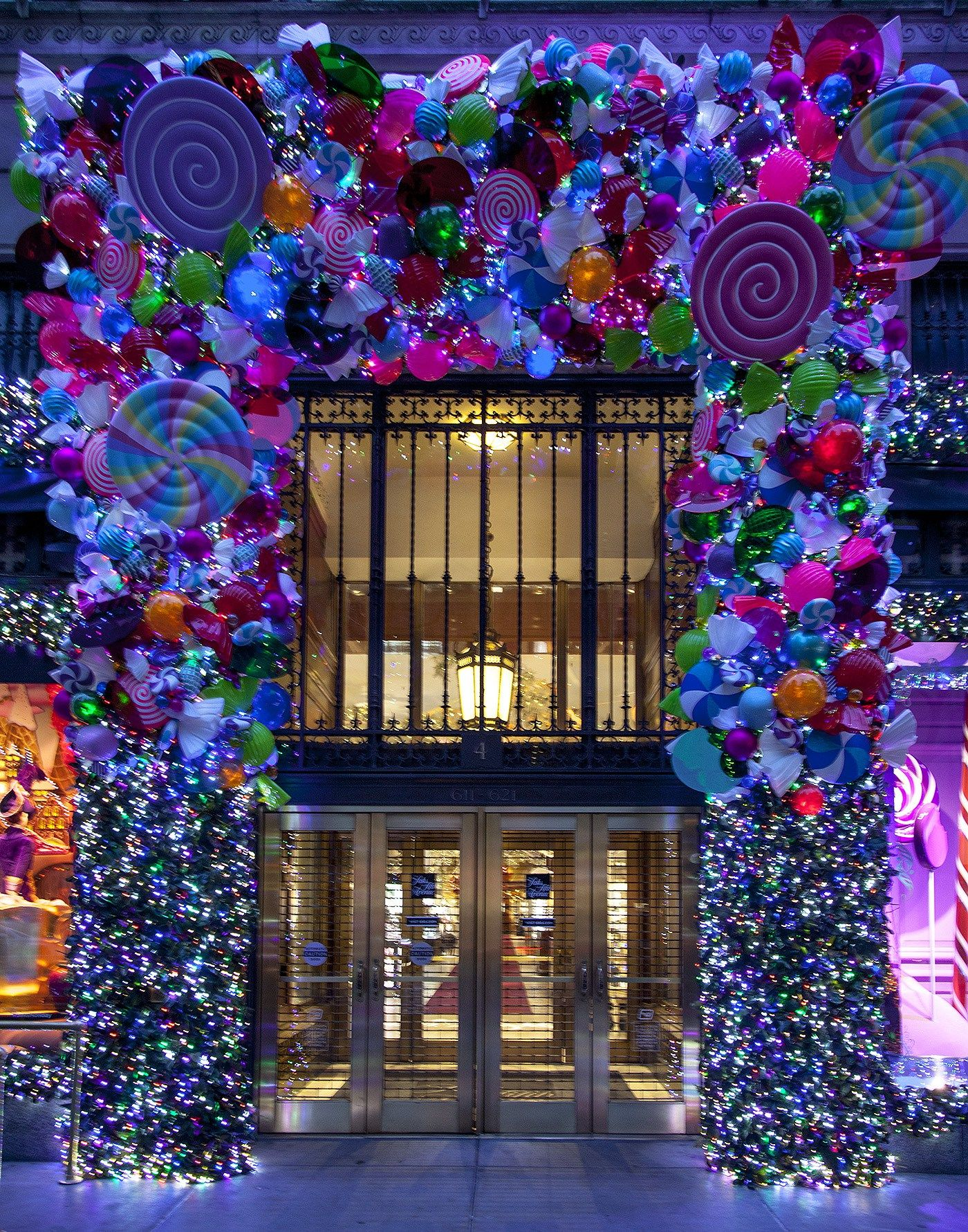 Best Christmas Windows, Christmas Windows New York 2016, New York ...