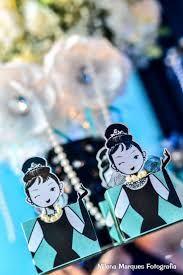 """Resultado de imagem para Puro glamour: festa com tema """"Bonequinha de Luxo"""" é opção para adolescente"""