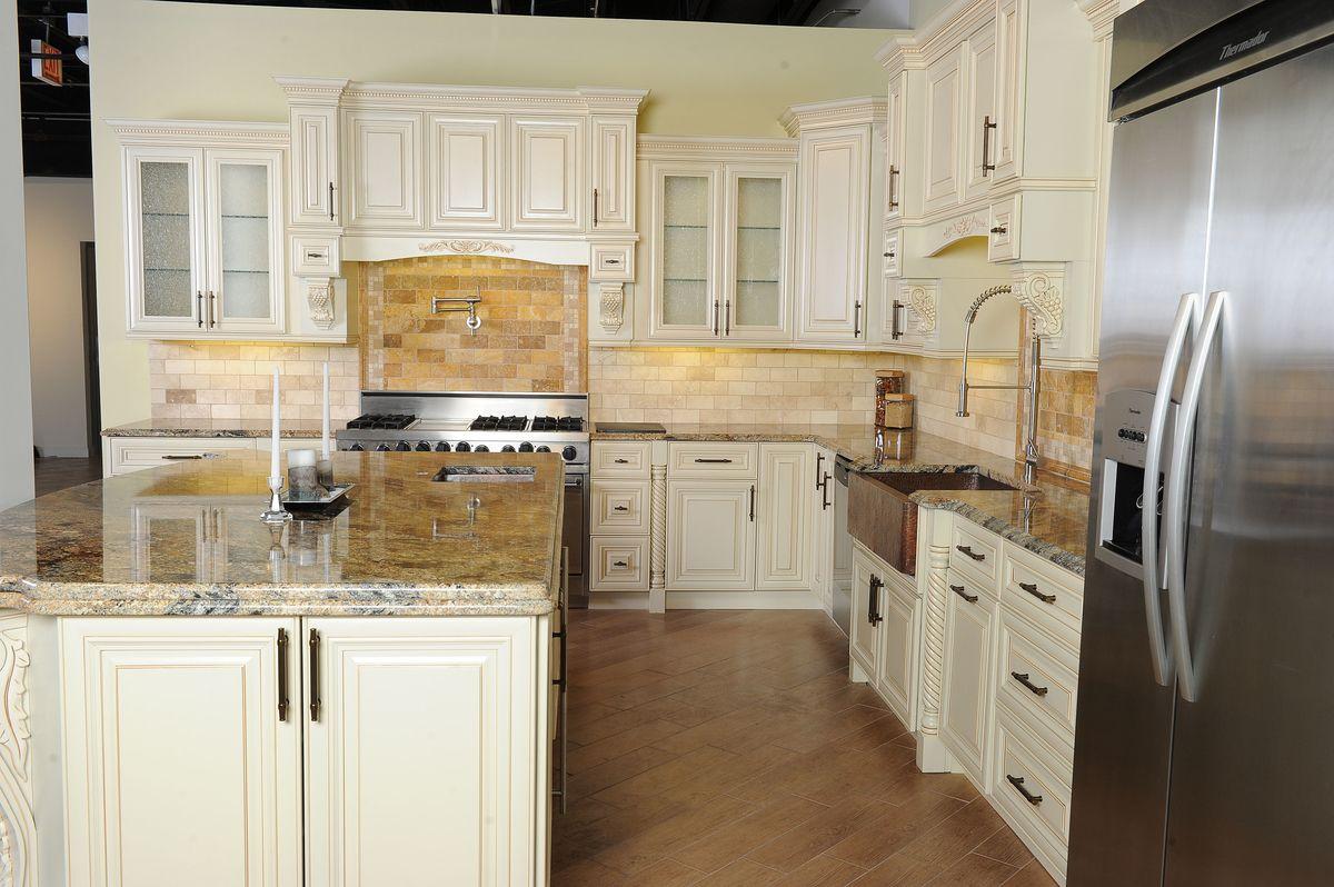 Alno kitchen cabinets chicago - 27 Antique White Kitchen Cabinets Amazing Photos Gallery