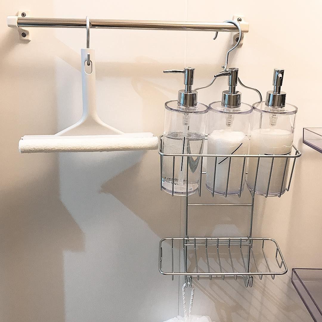 お風呂の中でシャンプーやリンス ボディソープ 洗顔アイテムなどはどう置いていますか 床に直接置くとお風呂掃除のとき邪魔だったり ボトルの底がヌメヌメしたりと困ることがありますよね さらに お風呂の掃除道具やお風呂場で遊ぶおもちゃも収納法に悩む方が多い