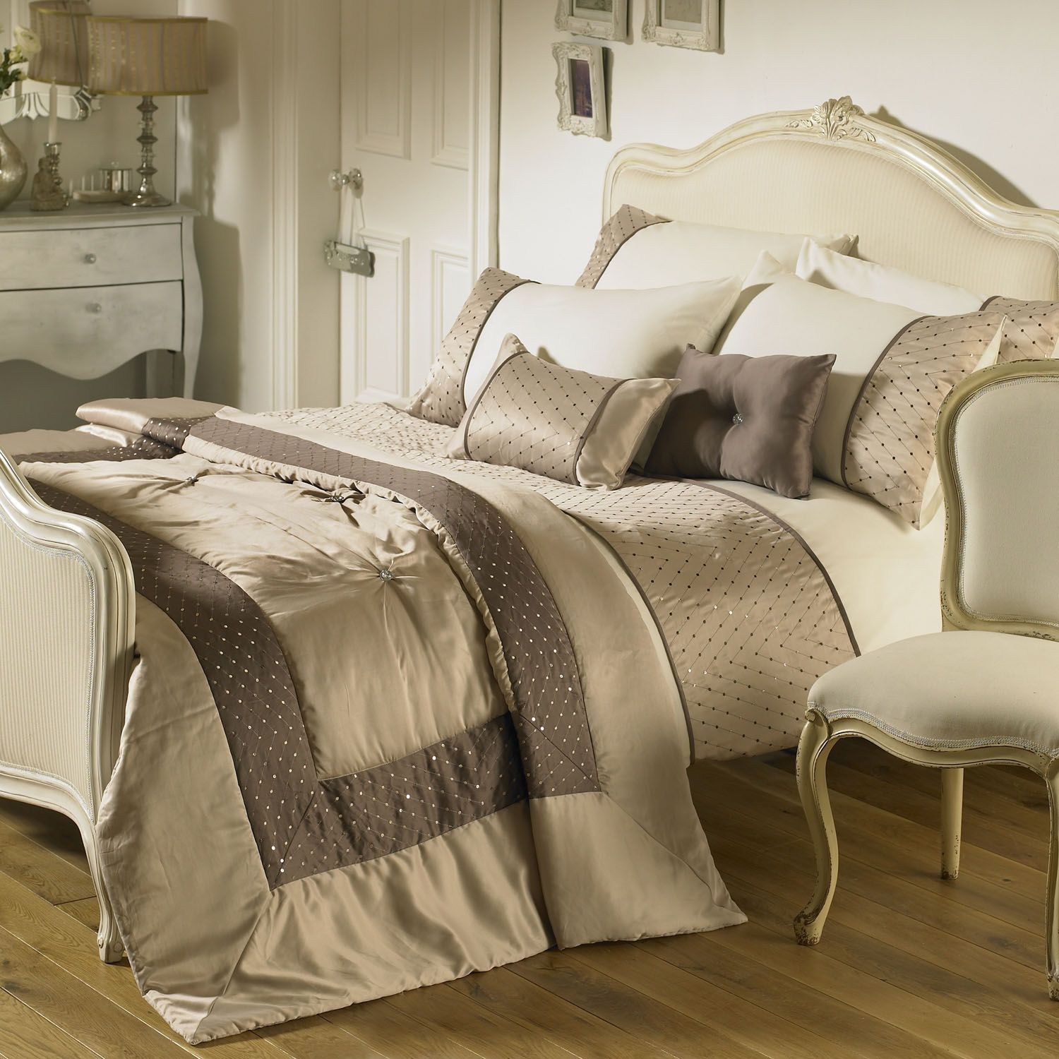 Best Comforters And Bedspreads Bedding Set In Taupe 640 x 480