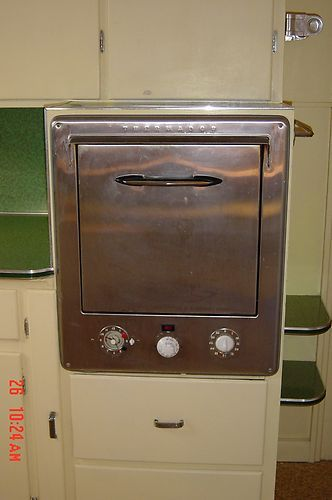 This is what my awesome vintage oven looks like just