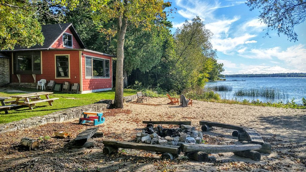 A Waterfront Home For All Seasons In Door County Sturgeon Bay Waterfront Homes Wisconsin Vacation Cottage Rental