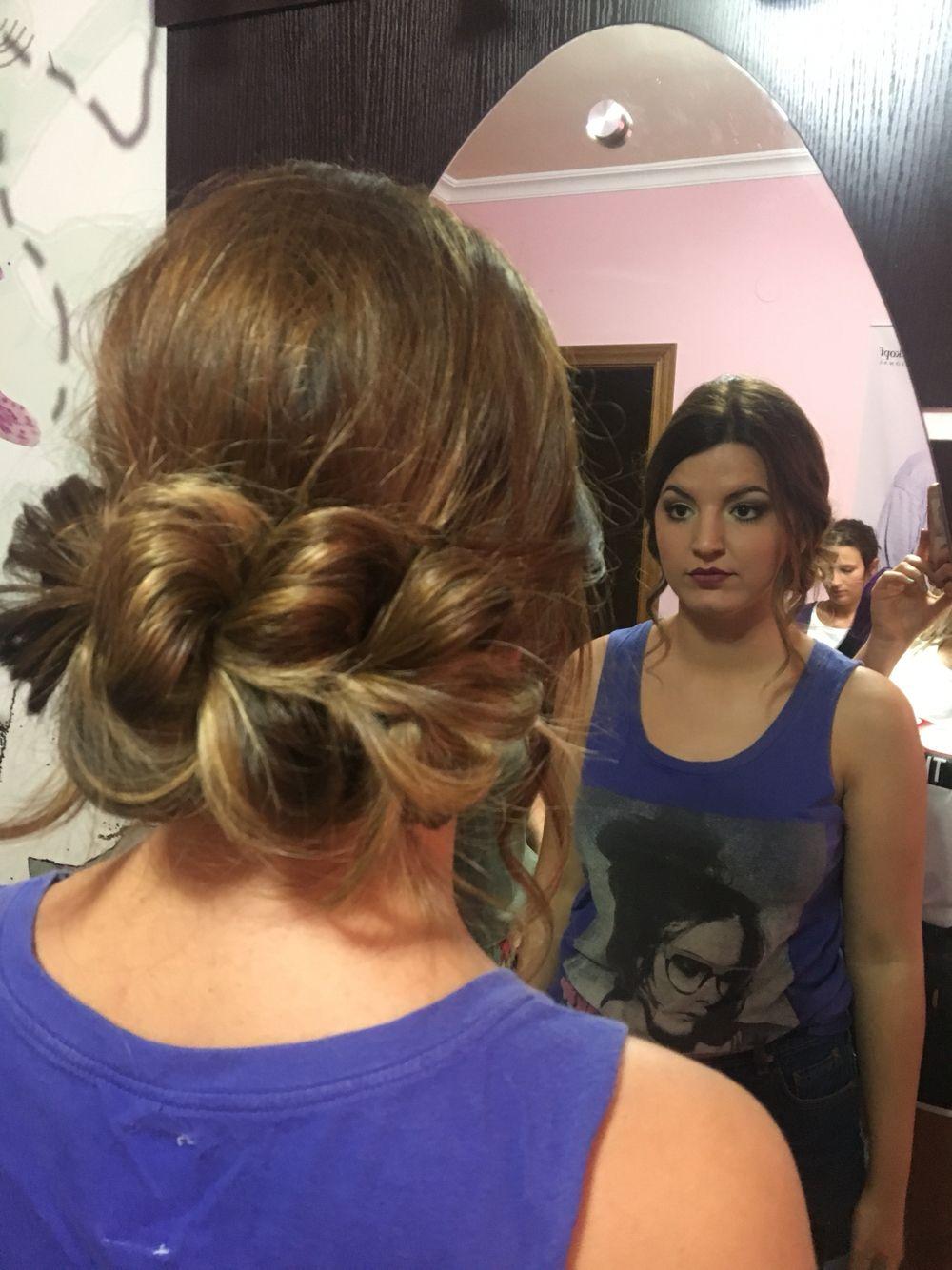Recogido Trenzado Y Maquillaje Para Boda De Noche Estilista Laura Robles 676397525 Peinados Maquillaje Para Boda Noche De Bodas
