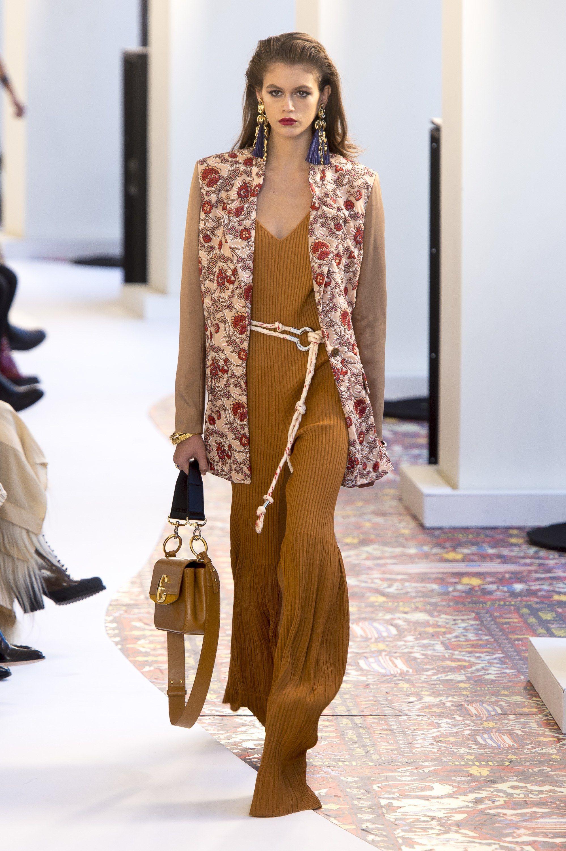 8e944150d2f Chloe Spring Summer 2019 Ready To Wear-ready Woman Vogue Runway Folk  Coachella Festival Look Trend - Read the Spring Summer 2019 Trends Fashion  Week ...