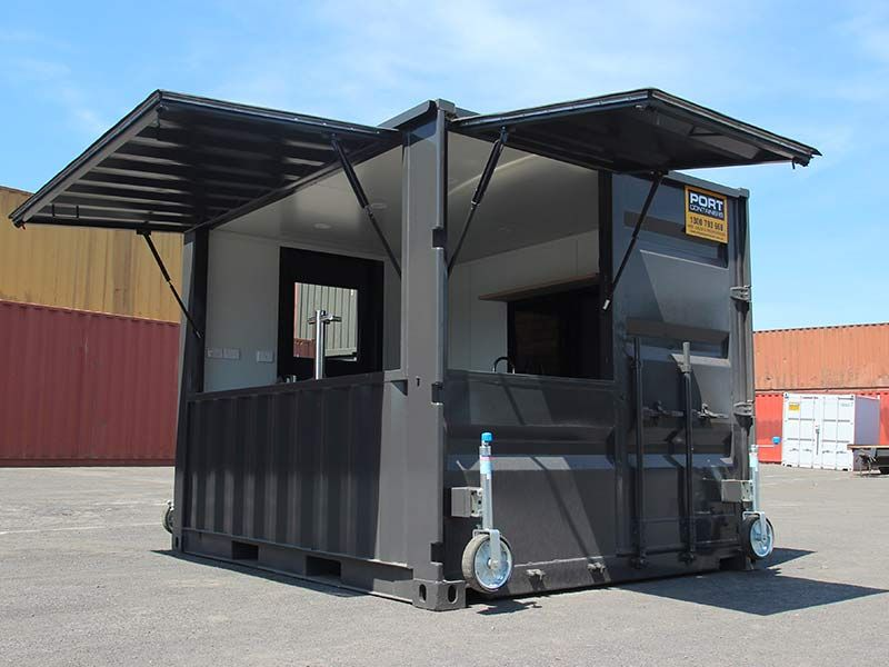 A Portable Shipping Container Bar Built For The Queens Wharf Hotel Located At Newcastle Harbour This 10ft Co In 2020 Container Bar Container Restaurant Container Shop