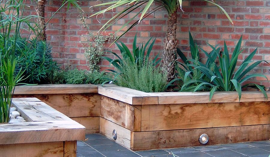 urban courtyard garden design ideas garden design hambrooks - Courtyard Garden Ideas Uk
