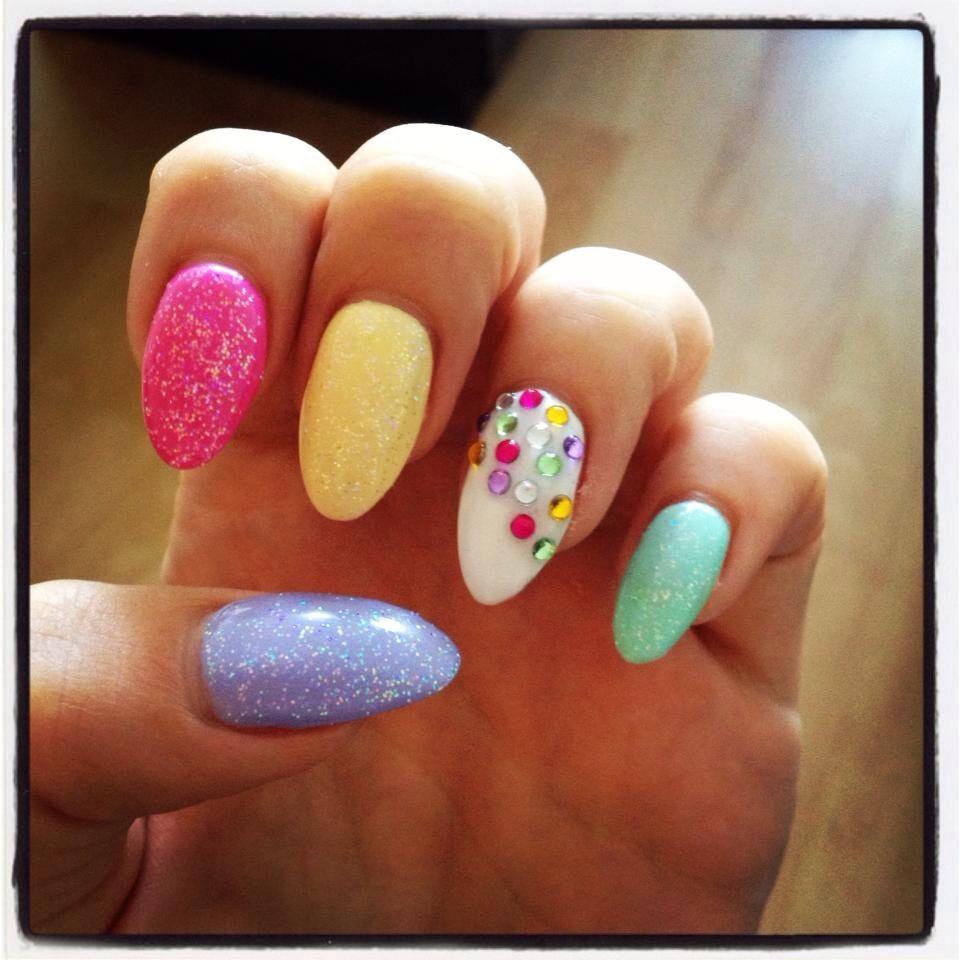 Coloured glitter oval holiday lcn gel nail design   modele de unghii ...