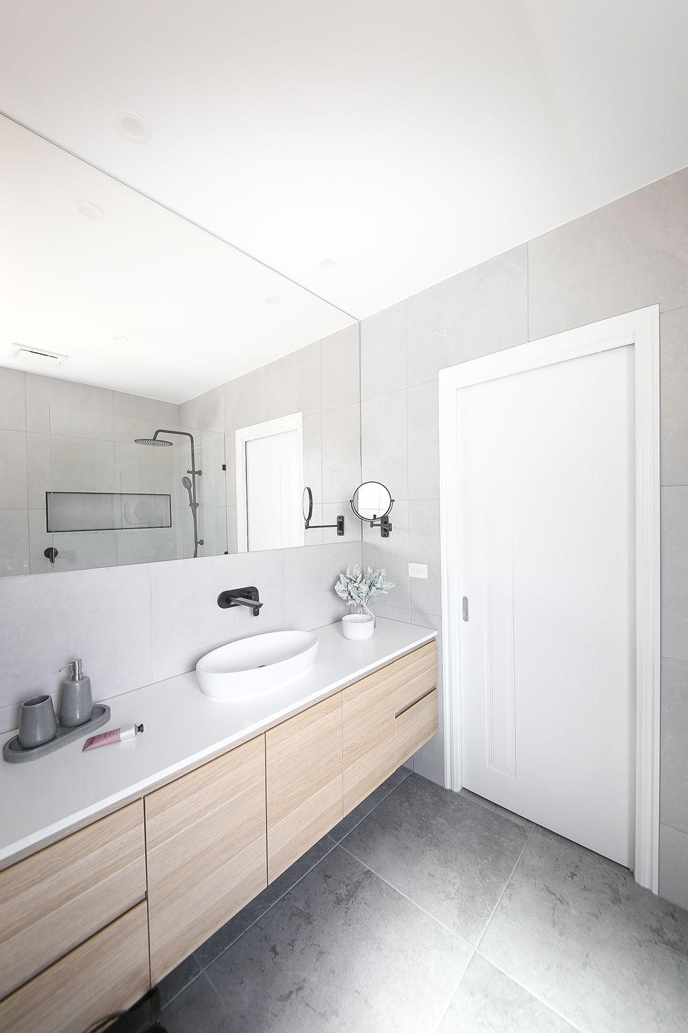 7 Clever Tips For Small And Modern Bathrooms: Neutral Tones Paired With Matte Black Accessories For This