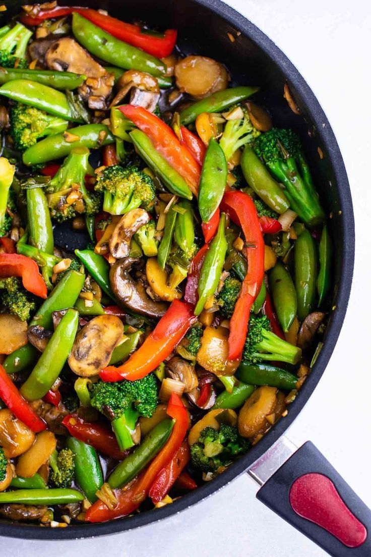 Stir fry vegetables recipe – with homemade stir fry sauce. This is amazing and has so much flavor! #stirfryvegetables #stirfry #stirfryrecipe #stirfrysauce #vegetarian #vegan #glutenfree #dinner #dinnerrecipe #vegetablestirfry