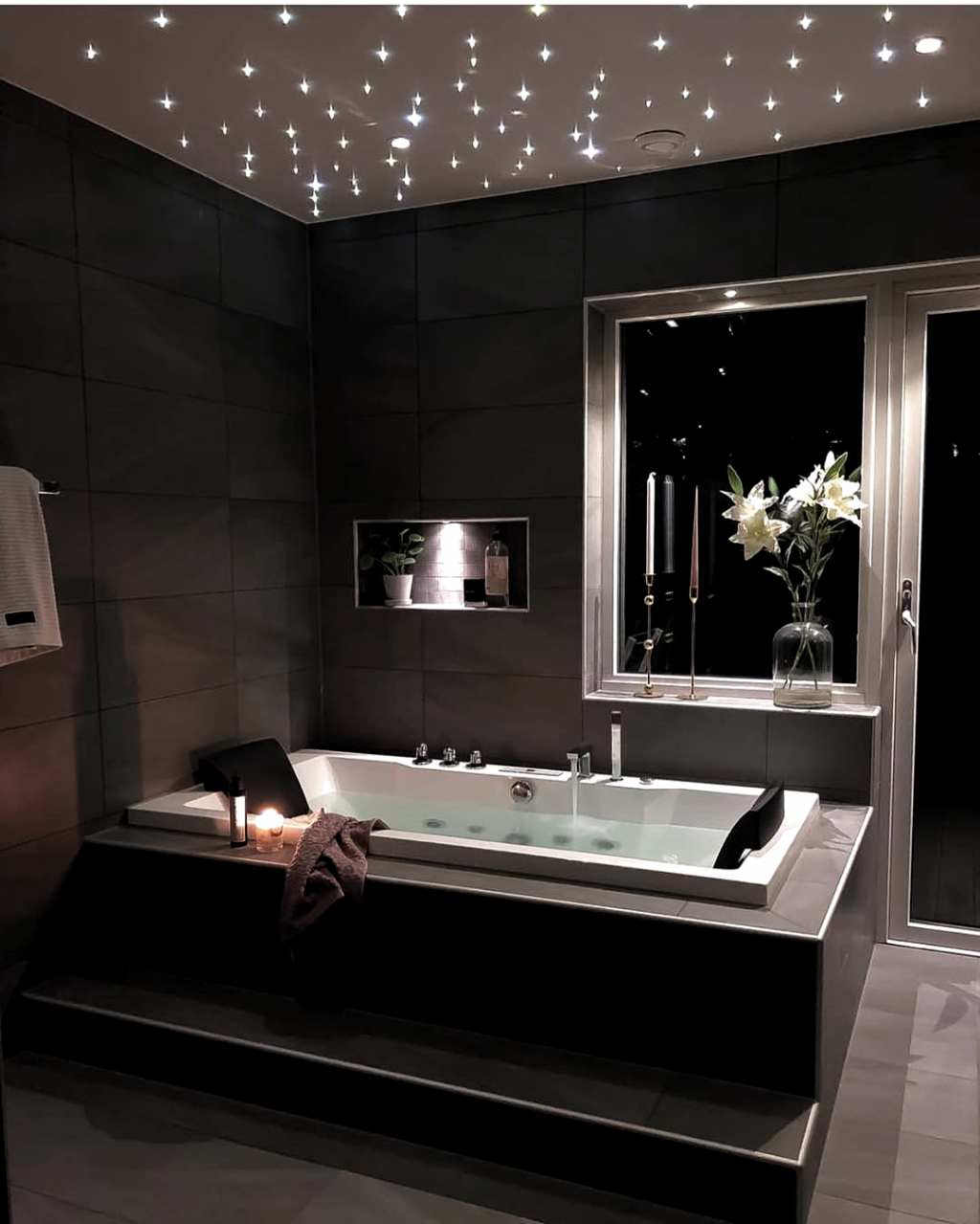 Gorgeous Bathroom By Dont Miss All The Fab Inspiration Shared At Turn On Das Badezimmer Wird In 2020 Badezimmer Innenausstattung Luxusbadezimmer Badezimmereinrichtung