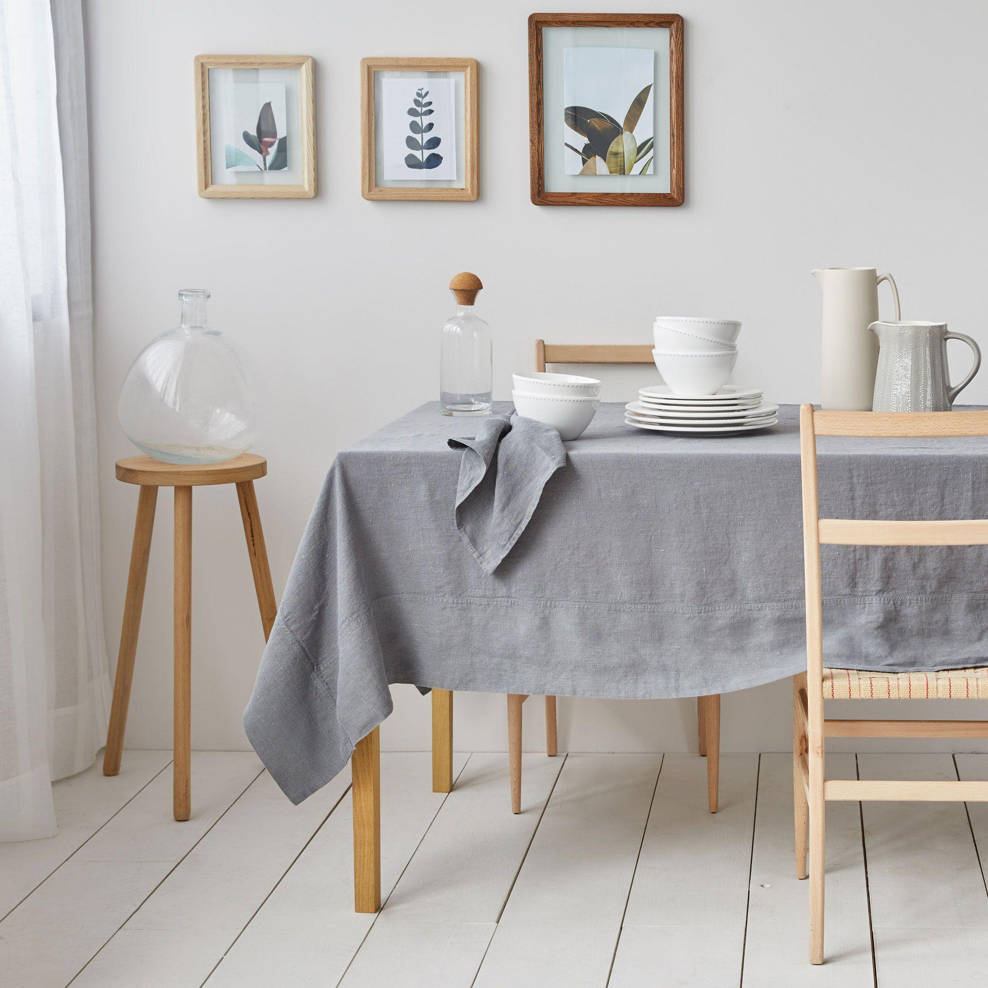 tischdecke und servietten aus gewaschenem leinen in grau linen collection tisch zara home. Black Bedroom Furniture Sets. Home Design Ideas