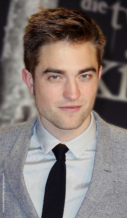 Rob Pattinson - Edward Cullen in Twilight   Robert ...