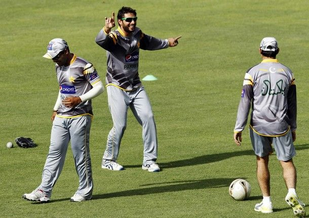 Pakistan's Shahid Afridi (C) shares a light hearted moment with teammates during a practice session ahead of their second One Day International cricket match against Sri Lanka in Pallekele June 8, 2012. Pakistan won their first One Day International match against Sri Lanka.