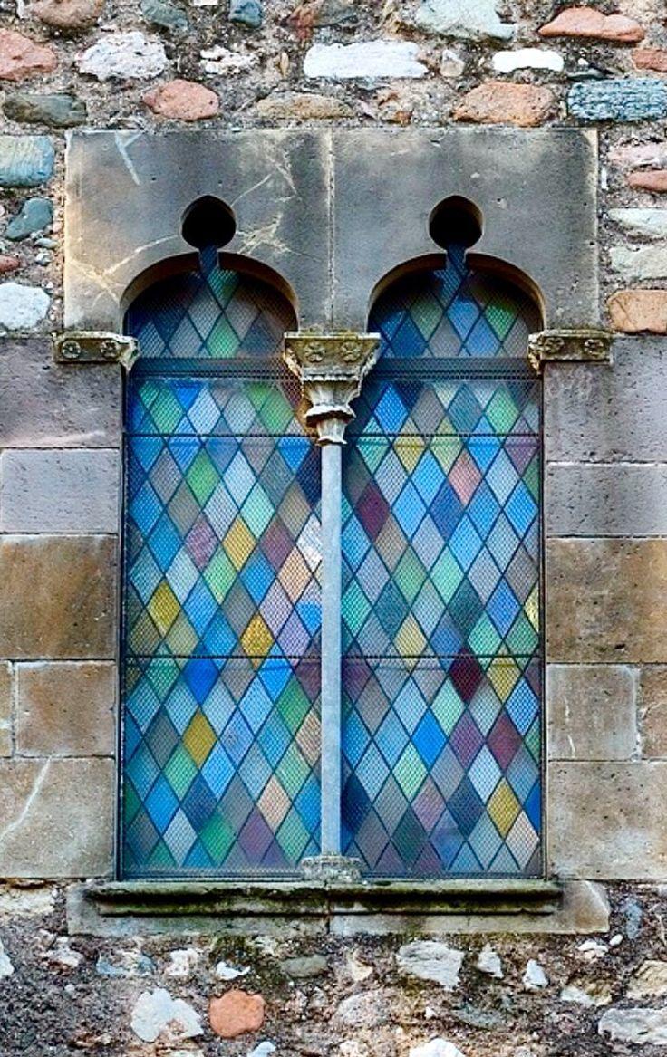 Terrassa catalonia spain vetrate finestre porte for Porte decorate antiche