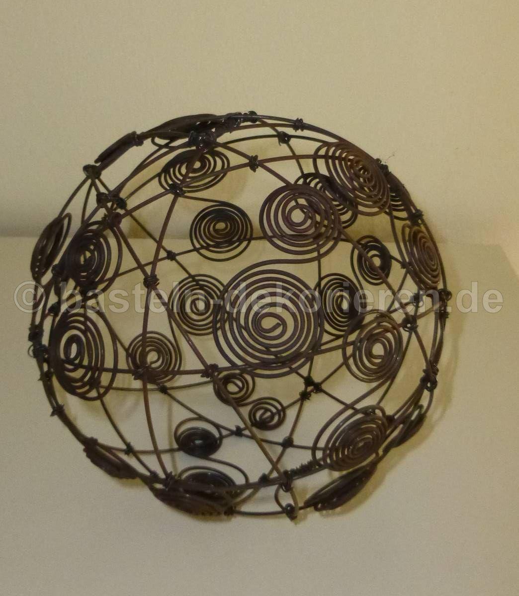 Drahtkugel mit Spiralen aus Draht dekoriert als Innendeko. | Deko ...