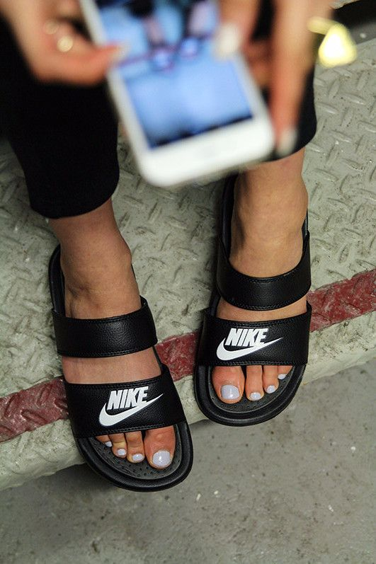 hot sale online 34c50 d38ec Nike BENASSI DUO ULTRA SLIDE