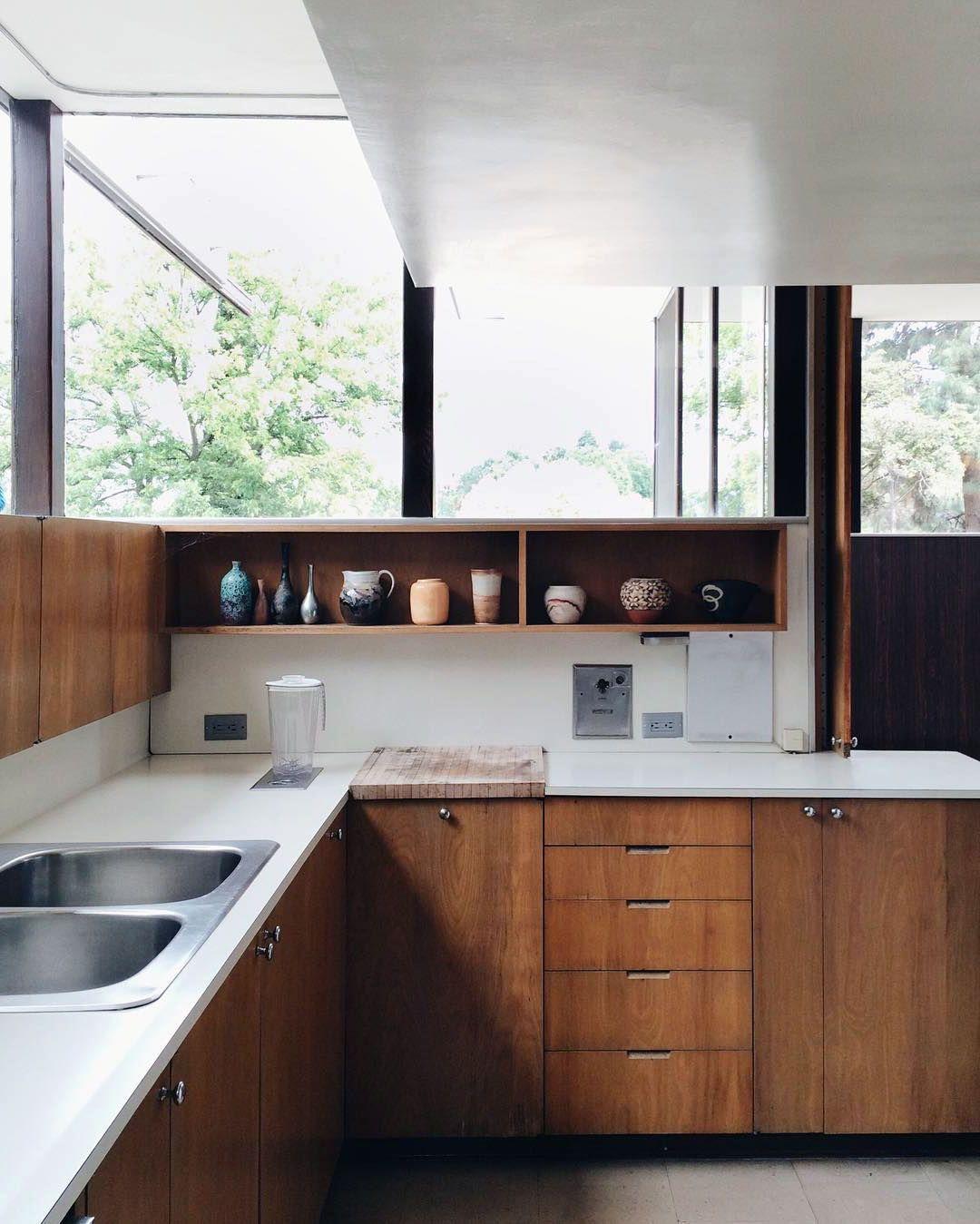 24 Beautiful Scandinavian Kitchen Mix With Mid Century Style Ideas In 2020 Mid Century Modern Kitchen Kitchen Design Rustic Kitchen