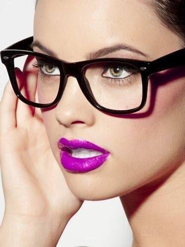 Dica 5 de maquiagem para quem usa óculos  Não deixe de fora seu batom  favorito.  arrasa  bem  oticas  wanny 70e23992fc