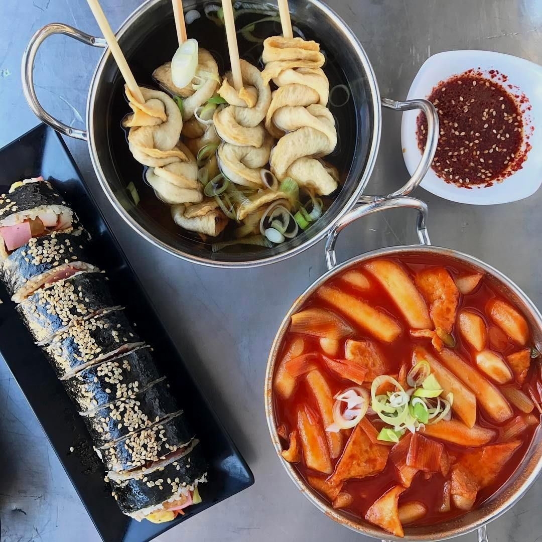 C'monBoard Los Angeles compiles the best things happening in L.A. Keep an eye on our website for new experiences .  . Take me back to Seoul! Every Korean girl needs her monthly ddukbokki fix  #ktown #떡볶이 #김밥 #seoulfood #laeats . . credit: @misscutiefoodie