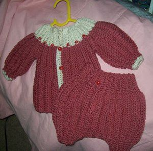 Baby crochet patterns are super cute, especially when they are homemade. Try your hand at this one piece wonder Baby Diaper Cover; it fits newborn to three months. You need to know single and double crochet, treble and back loop to make this pattern.