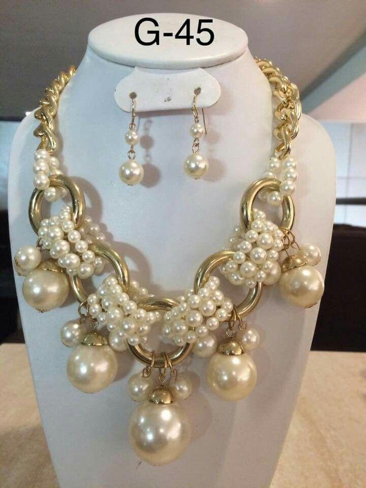 b5e6f6bab387 Collar con perlas y argollas