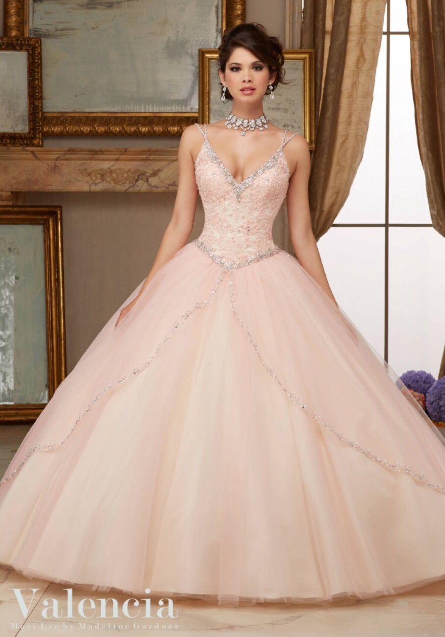 Ausladendes, roséfarbenes Kleid mit Glitzer Applikationen ...