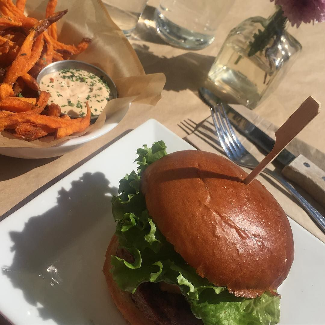 Perfect day for #lunch on a #patio! #Yummy #burger.... organic grain fed beef from the amazing @ponoburger   #foodporn #food #foodie #yum #hamburger #lunchtime #foodstagram #delicious #nothingisordinary #moments #visualsoflife #sunshine #burgerporn #grainfed #healthyfood #healthyeating #tasty #healthydiet #healthy #healthylife #hunterphoenix