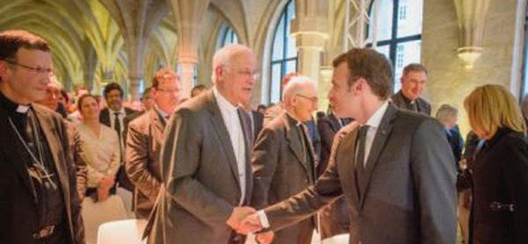 Macron fait appel à l'Église catholique pour construire un