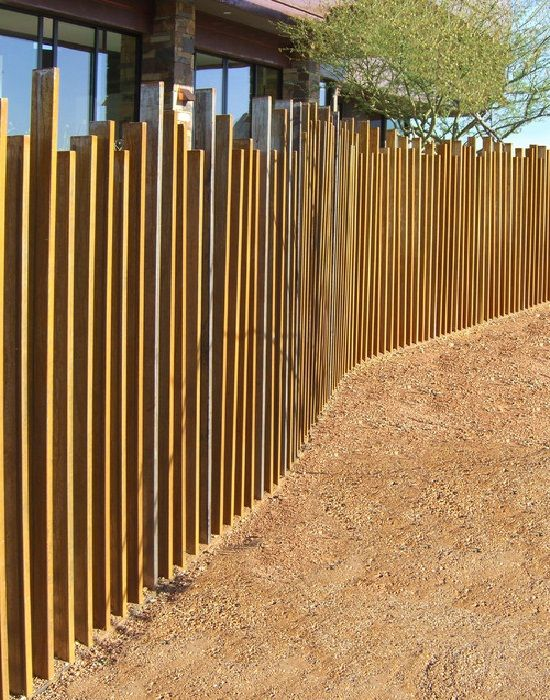 Metal fencing ideas yard fence ideas cool corten for Small front yard ideas with fence